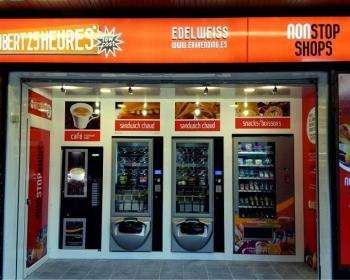 Apertura de nueva tienda abierto 25 horas , en la localidad de chamonix Mont-Blanc , en FRANCIA .