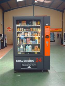 Maquina expendedora de productos de supermercado en nuestras instalaciones.