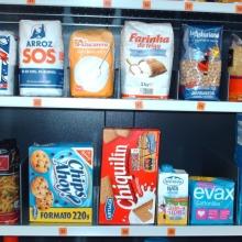 Detalle de los productos alimentarios que se pueden expender en la maquina expendedora de productos de supermercado.