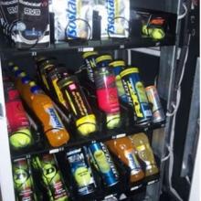 Detalle de interior de la maquina adaptada para la venta de productos deportivos.