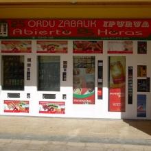 Expendedora de recargas telefónicas modelo Eravending Mini Online en una Tienda Abierto 25 Horas en Bilbao
