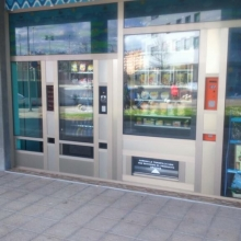 Maquina expendedora de productos de supermercado en El Cantabrico en Gijon