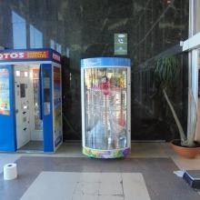expendedora , instalada en la galería del centro comercial carrefour  , de Ciudad Real .