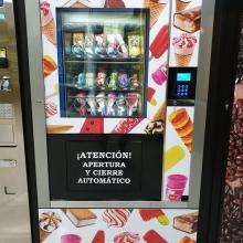 ERAVENDING ICE CREAN MAXI  , instalada en una tienda 24 horas en Tenerife .