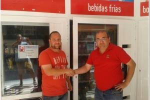 Juan Ramón Crespillo , con tienda ABIERTO 25 HORAS , da servicio técnico en Cádiz.