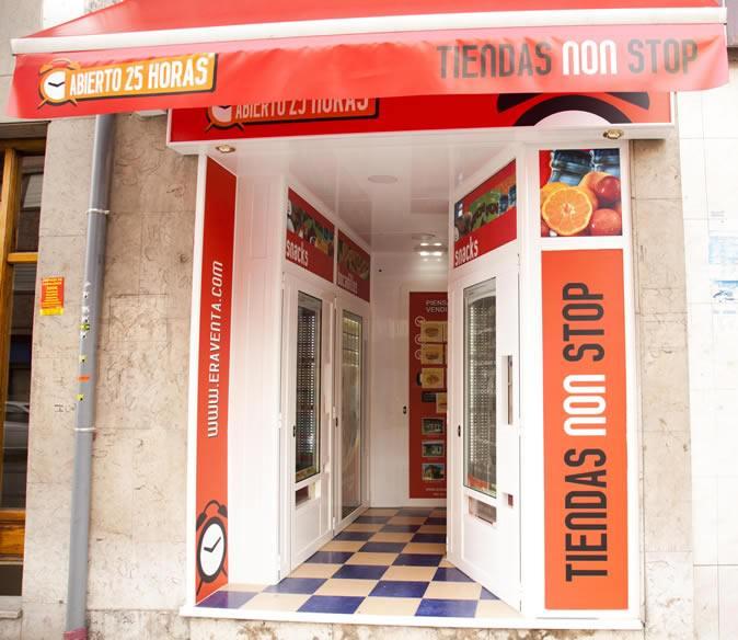 Vista de la fachada de la Tienda Abierto 25 Horas San Roman - Oviedo - Principado de Asturias